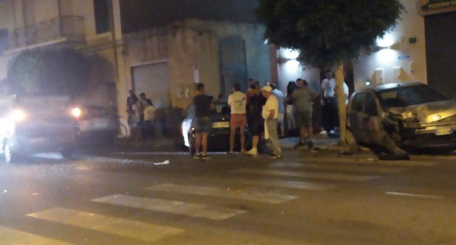 Marsala: pulmino sbanda e colpisce due vetture parcheggiate in via Salemi