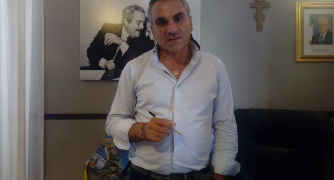"""Sturiano: """"Sostengo Grillo"""""""