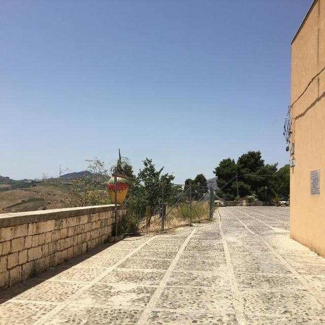Dissesto idrogeologico: a Calatafimi-Segesta si consolida Piazza Belvedere