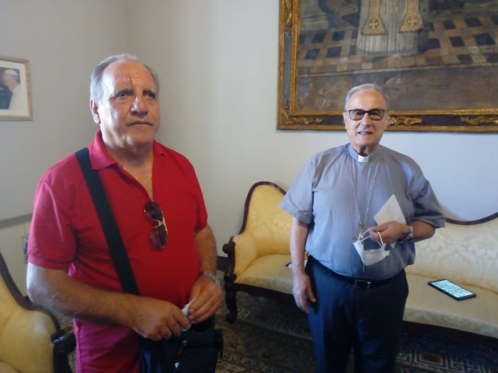 Beneficenza: Movimento Apostolici Ciechi consegna al vescovo la somma raccolta