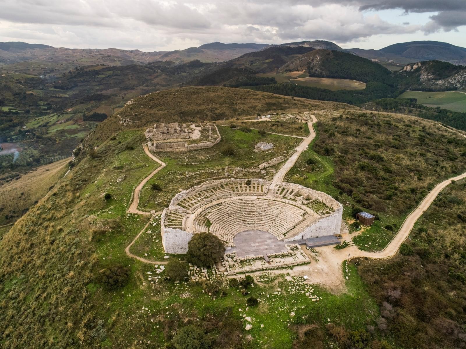 """Al Teatro Antico di Segesta torna la rassegna """"Dionisiache"""""""