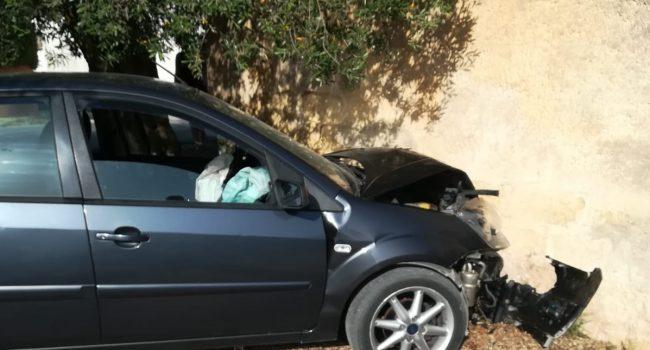 Marsala: scontro tra vetture a Pastorella, due feriti