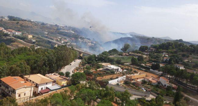 Incendio nell'alcamese, interviene un mezzo dell'Aeronautica
