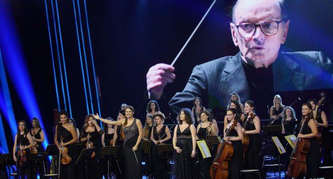 """Alessandra Pipitone, una petrosilena dirige la Woman Orchestra a """"Tù sì que vales"""". IL VIDEO"""