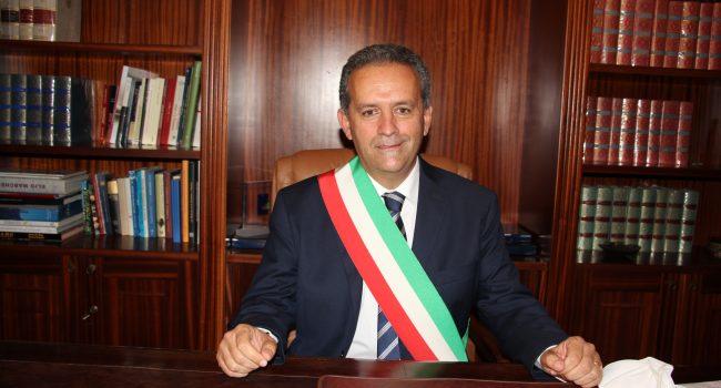 Grillo presenta l'ordinanza anti-Covid. Previsti anche stalli davanti gli uffici postali (VIDEO)