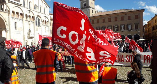 Cobas e sindacati con i lavoratori regionali in piazza contro Musumeci