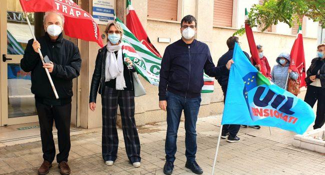 Rsa e diritto alla salute, i sindacati sfilano davanti l'Asp. In Prefettura un tavolo sull'emergenza Covid
