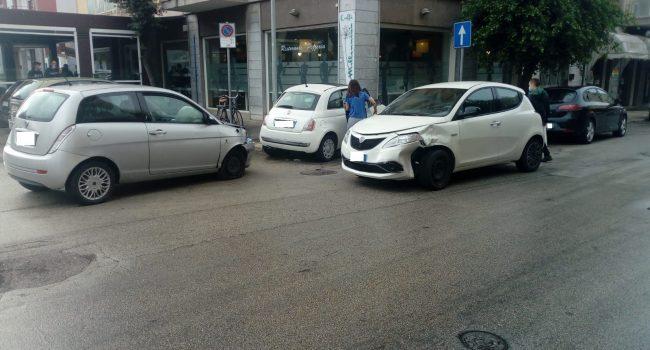 Marsala: scontro tra auto nell'incrocio tra via Crispi e via Mazzini