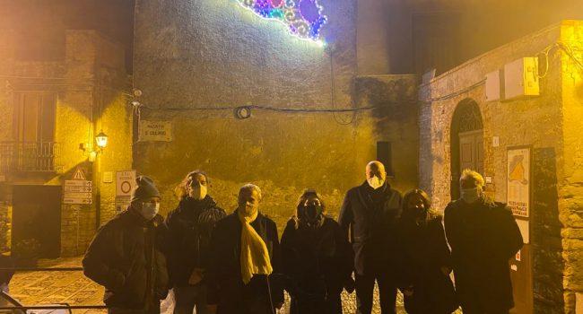 Ad Erice le luminarie di Pellegrino per Santa Lucia i vicoli con le musiche di Battiato. IL VIDEO