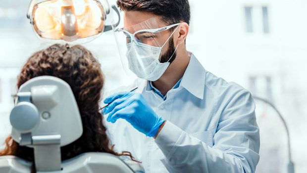 """""""Noi odontoiatri pronti a vaccinare la popolazione, basta critiche inaccettabili"""". La replica di Mario Marrone"""