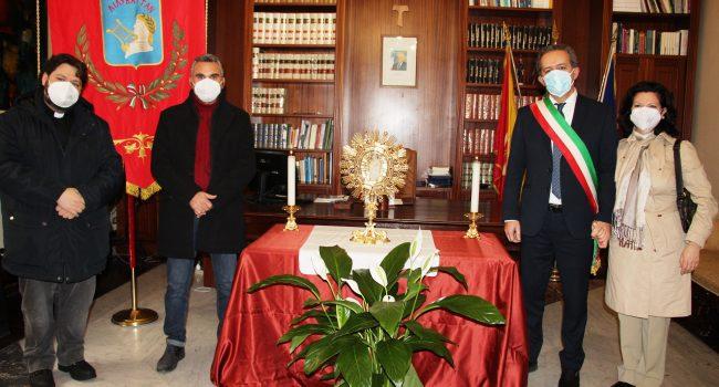 Marsala: Simulacro della Madonna Cava venerato per la prima volta all'interno del Municipio