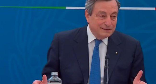 """Draghi cauto su riaperture: """"Valutiamo i contagi, ma bisogna procedere con i vaccini"""""""
