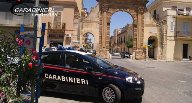 Castelvetrano: fermato un assembramento, padre e figlio difendono proprio congiunto con pugni e minacce ai militari