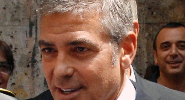 George Clooney compie 60 anni, da sex symbol all'impegno sociale