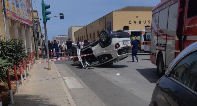Marsala: auto si ribalta in via Salemi, 5 feriti